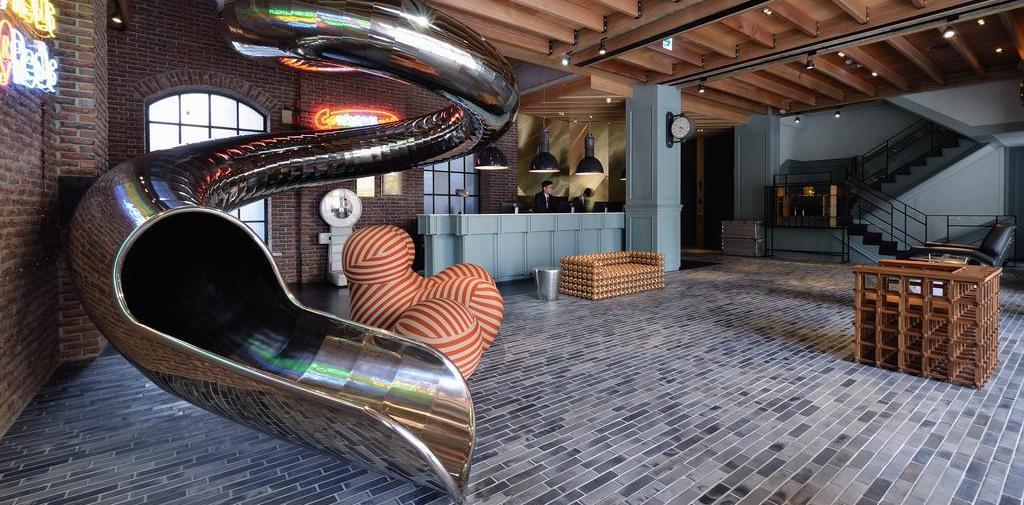 Unique hotel in taiwan reddot hotel for Hotel decor original