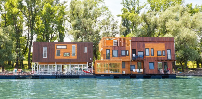 Unique hotel Floating Hostel Arkabarka, Serbia
