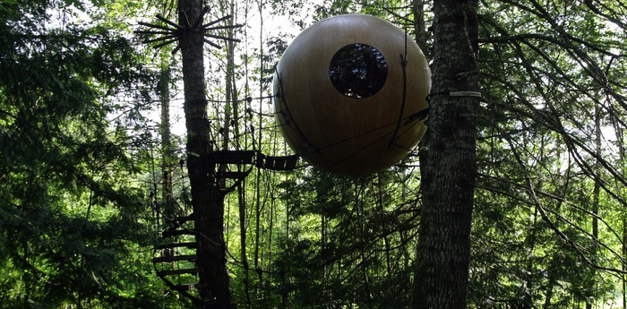 Unique hotel Free Spirit Spheres, Canada