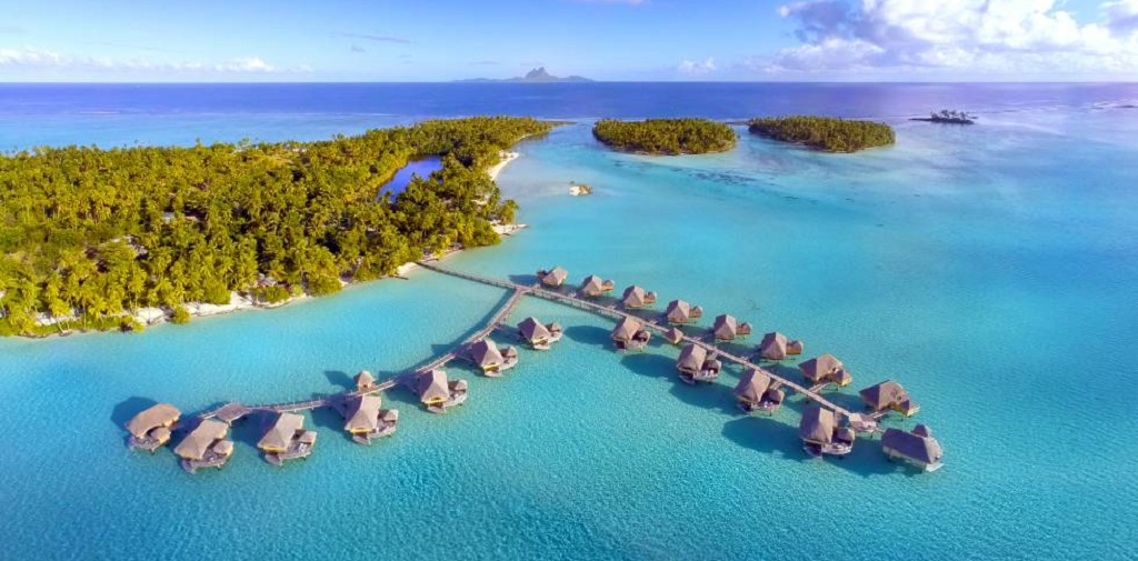 Unique hotel Le Taha Island Resort, French Polynesia